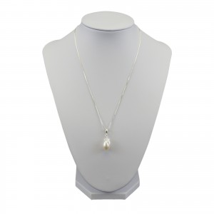 White pearl pendant with decorative leaf PW36-8