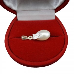 Pendant with a real white pearl decorated with a silver leaf PW36-8