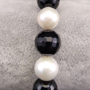 Bracelet with real white pearls and agate 21 cm PB17