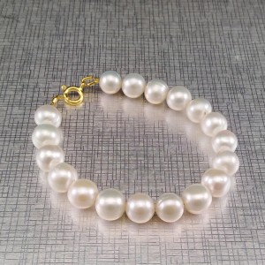 Classic bracelet with round white pearls 19, 20 or 21 cm PBP13-B