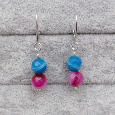 Earrings hanging from faceted agate KKW05