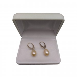 A classic set of pink teardrop pearls with a ring KP20