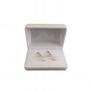 Clips with real white pearls 7 - 8.5 mm PKK38