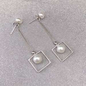 Silver hanging earrings with white beads 5 - 6 mm on stick PKW04-A