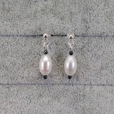 Silver earrings with white pearls hanging teardrops with hematite PKW08-H