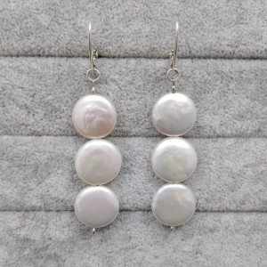 Hanging earrings with white 11 mm coin pearls PKW16