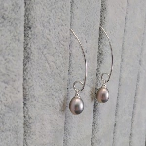 A set of real pearls of the teardrop type with silver color KP17-1