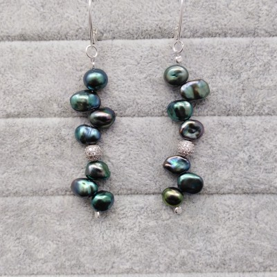 Hanging earrings with green pearls PKW40-E