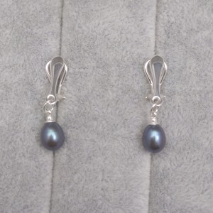 Silver clips with purple pearls tears 10 mm PKK16