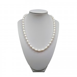 A classic set of white rice pearls with earrings on a stick KP08