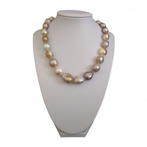 Necklace made of baroque pearls PNS01