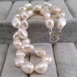 Necklace made of real white pearls, knotted PNS02