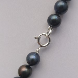 Necklace of black pearls PNS06