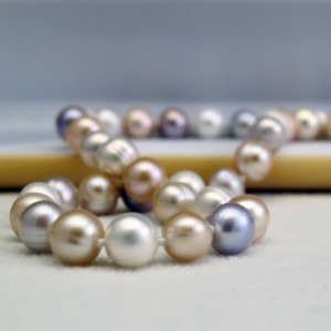 Necklace made of multi-colored pearls PNS13-MIX
