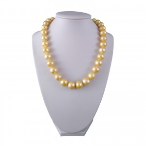 Necklace made of golden pearls PNS30