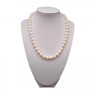 A necklace made of white pearls PNS31