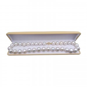 Classic necklace made of real white round pearls 46 cm PNS47