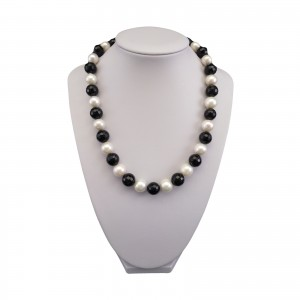 A decorative set made of real round white pearls and black agate KP17