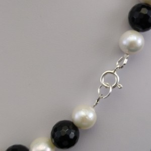 Decorative necklace made of real pearls and black agate 45 cm PN17