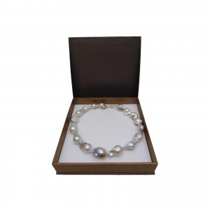 Decorative pearl necklace with natural hiu 43 cm PN43-2