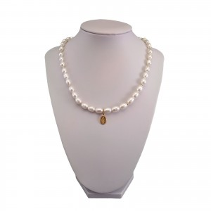 Necklace made of real pearls, white rice with a medallion PNP08