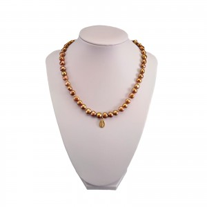 Necklace made of natural copper-colored pearls with a medallion PNP46