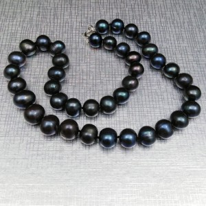 Necklace made of real black round pearls 44.5 or 45.5 cm PNS14
