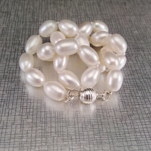 Decorative necklace made of real white rice pearls PNS45