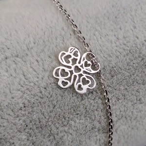Silver bracelet with an openwork clover 17 cm SBC35