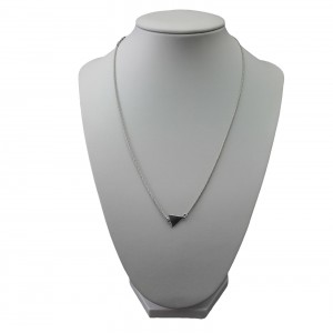 Silver necklaces (100)