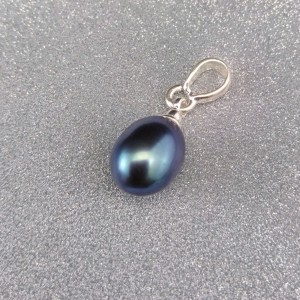Pendant with a real green pearl small tear 7-10 mm PW16-A
