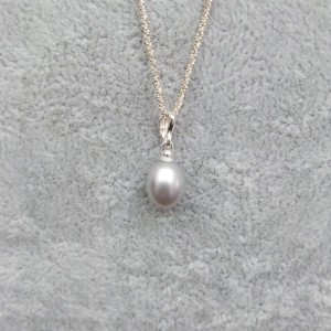 Silver pendant with a pearl 8 - 9 mm PW17-1